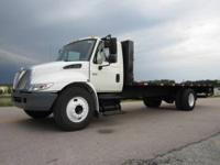2007 International 4300 25? x 96? Flatbed Truck for