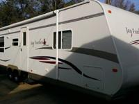 2007 Jayco Jay Feather LGT Series M-31V Camper in very