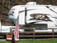 2007 Keystone Montana, Exterior Color: Graphic Design,