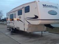 2007 KEYSTONE MONTANA MOUNTAINEER 307RKD, Nice! Sharp,