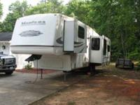 2007 Keystone Montana Mountaineer Fifth Wheel in