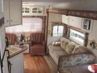 MODEL 28 FRLS 28 FT  7655 LBS 5TH WHEEL 1 SLIDE