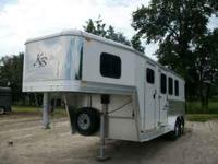 2007 kiefer built 3 horse trailer. collapsable tack 4