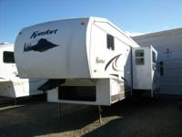 Immaculate 2007 Komfort 5th wheel...27 feet with