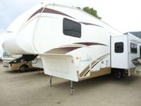 2007 Laredo 30BH Perfect for a bigger family to camp in