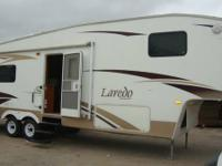 LOOK**2007 LAREDO*2 SUPER SLIDE*5TH WHEEL* - $16,900