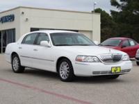 2007 LINCOLN TOWN CAR 4dr Car Signature Our Location