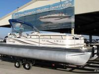 Very clean 22 Cruise pontoon This 22' Lowe Trinadad