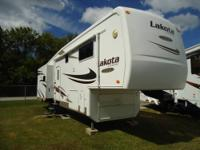2007 Monaco 32SKT Lakota Estate, Fifth Wheel 3 Slides 1