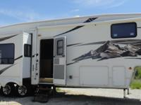 2007 Montana 5th Wheel, Exterior: White, Interior: