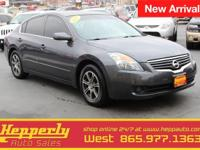 This 2007 Nissan Altima 2.5 S in Dark Slate Metallic