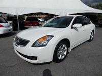 This 2007 Nissan Altima offers a 2.5 L 4 cylinder