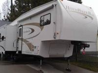 2007 Hitch Hiker II LS ~~ 29.5' 5th wheel camper for