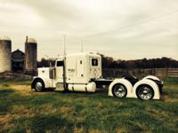 2007 379EXHD Peterbilt - 63IN ULTRA FLAT TOP SLEEPER.