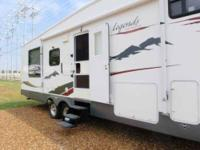 2007 Pilgrim Legends 5th Wheel This 30 foot is in