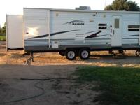 Clean family trailer. 2007 Salem 27 footer (2) slide