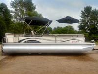 2007 StarCraft Majestic 256  26 ft Luxury pontoon  115