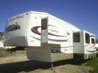 Stunning 2007 31 ft. Warm Brook 5th Wheel Trailer.