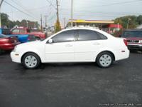 2007 Suzuki Forenza Family Car w// Great MPG!! This