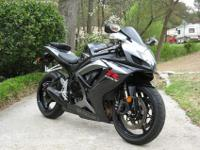 Absolutley BEAUTIFUL 2007 SUZUKI GSXR 750!! This Bike