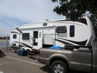 RV Type: Fifth Wheel Year: 2007 Make: Thor Model: Grand