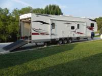 2007 Thor Vortex in Excellent Condition- - White