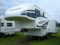 2007 Glendale Titanium 24E29 29' 5th wheel with 1 slide
