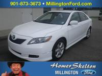 4D Sedan 2.4 L I4 SMPI DOHC FWD Super White Se Alloy