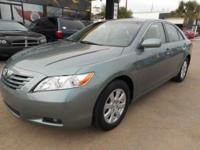 Well Kept and maintained Camry XLE Loaded!! 16 Service