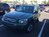This 2007 Toyota Highlander in Oasis Green Pearl