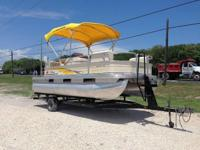 This 2007 20' Tracker Signature Series Pontoon Boat is