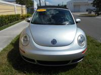 2007 Volkswagen New Beetle, Blue, gray leather