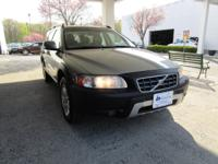 2007 Volvo XC70 2.5T, MOONROOF , LEATHER , HEATED SEATS