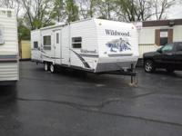 2007 WILDWOOD BY FOREST RIVER 29FT VERY CLEAN INSIDE