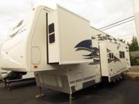 2007 40' FLEATWOOD GEAR BOX TOY HAULER MODEL M-385FS2G