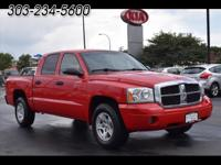 This 2007 4x4 Dodge Dakota SLT comes with Gray fabric