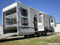 2007 enduramax wide open 40' long toy hauler. Has 4