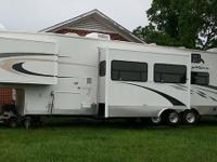 Stock Number: 721041. 2007 New Vision Toy Hauler, 41