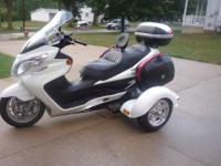 I have a beautiful pearl white Burgman '08 400AN Trike