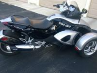 Beautiful 2008 Can-Am Spyder GS SM5. It has a 998 cc