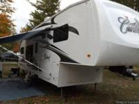 Immaculate 31 foot 5th wheel with back cooking area,