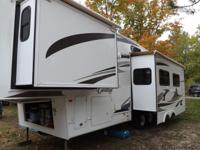 Immaculate 31 foot fifth wheel with rear kitchen, queen