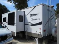 SENSATIONAL 2008 Cherokee by Forest River 27Q-