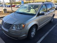 Clean CARFAX. 2008 Chrysler Town & Country Limited in