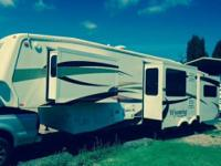 Rarely used 2008 Coachmen Wyoming 5th wheel Quad slide