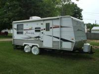 2008 Crossroads Zinger Travel Trailer This 19 foot RV