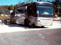 2008 Fleetwood Discovery 39R w/3 Slides. 380 sf. of