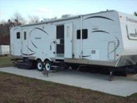 2008 Dutchmen M31GDSL Travel Trailer. 34ft.- Sleeps 4.-
