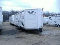 2008 Flagstaff V-Lite 28WFK This one owner trailer is