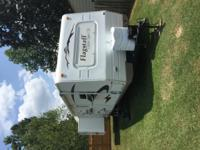 2008 Flagstaff super light 32ft bumper pull Camper with